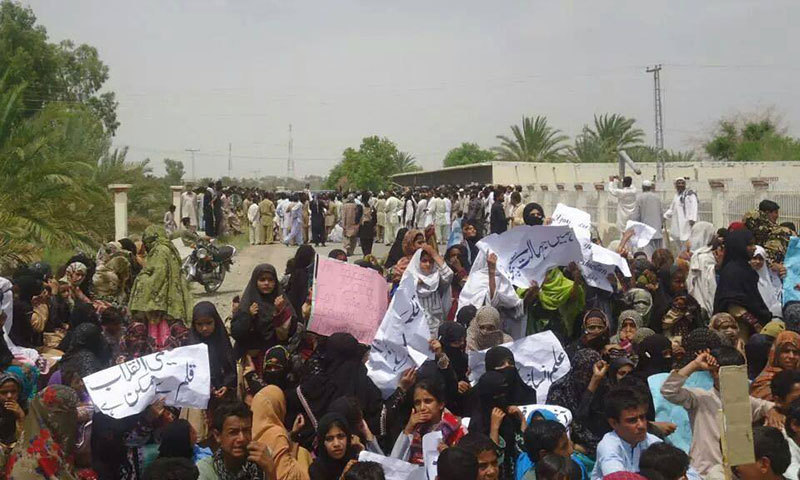 Parents, students and residents of Panjgur protest against threats to schools. — Photo by author
