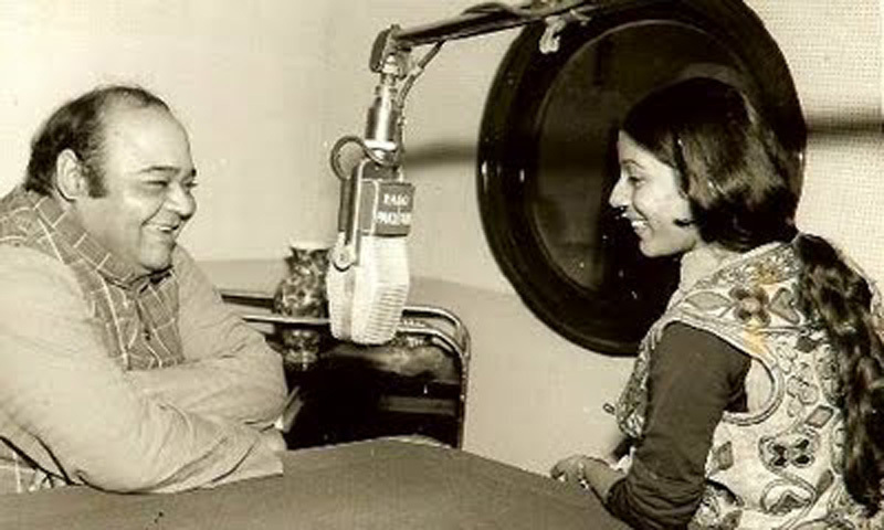 TV actress, Neelofer Abbasi, interviewing famous TV and film comedian, Nana, for Radio Pakistan (1973).