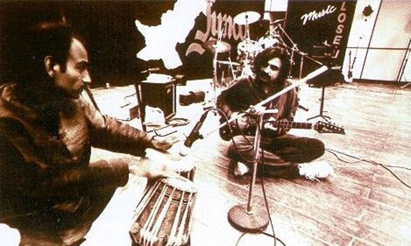 Salman Ahmed, guitarist of Pakistani rock band, Junoon, jams with a tabla player (1995).