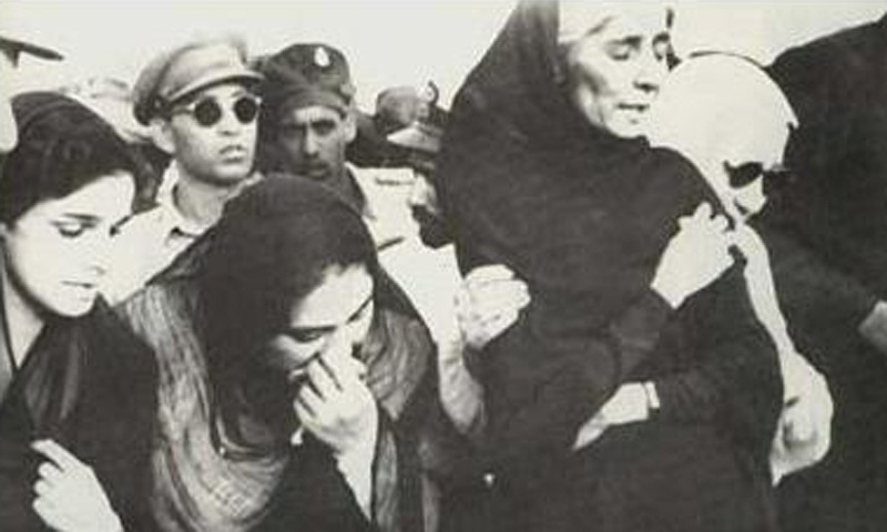 Gone too soon: Jinnah's sister, Fatima Jinnah, and some women mourning at Jinnah's funeral (1948).