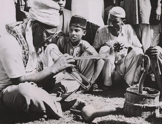 Legendary American jazz saxophonist and trumpeter, Dizzy Gillespie, visited Pakistan during his whirlwind tour of Asia and the Middle East in the early 1950s. Here, he is seen playing his sax with a Sindhi snake charmer at a public park in Karachi in 1954.