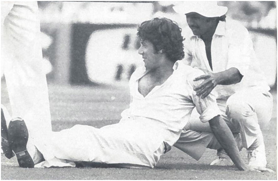 A 19-year-old Javed Miandad gives a 23-year-old Imran Khan a shoulder massage during Pakistan's Test match against Australia in Sydney in December 1976. Khan bagged 12 wickets in the match and helped Pakistan win its first Test match against Australia in Australia.