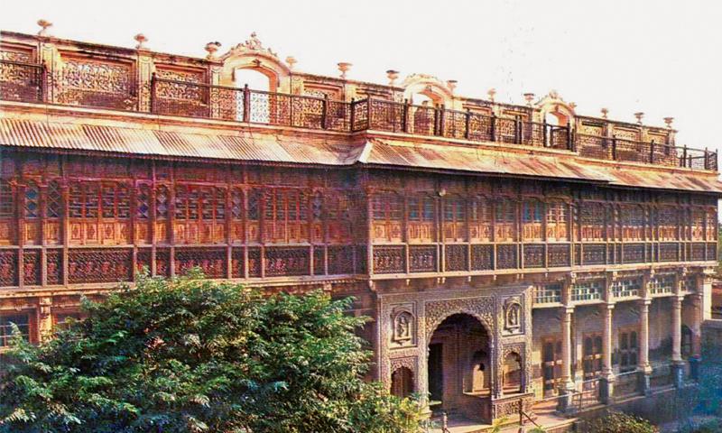 BAHAWALNAGAR: Facade of Nagar Mahal. — Dawn
