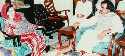 Altaf Hussain with PPP Chairperson, Benazir Bhutto, in 1989.