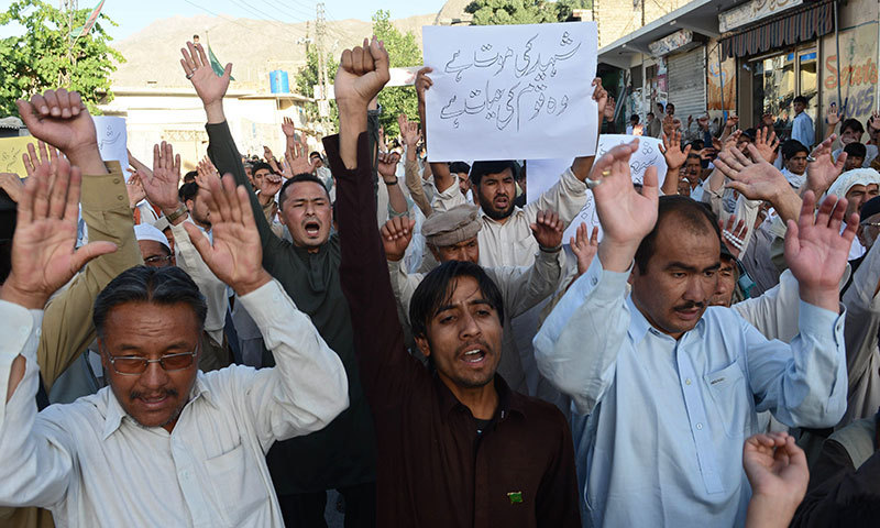 Pakistani Shia Muslims march against the killing of Shia pilgrims during a protest in Quetta on June 9, 2014. – AFP Photo