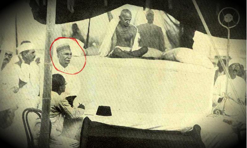 Jamshed Mehta with Gandhi. — Public Domain Photo
