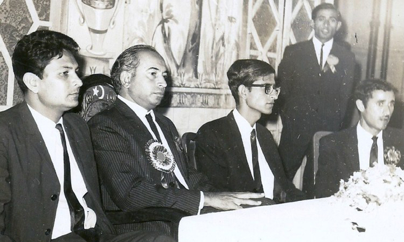 ZA Bhutto (centre) with the top two leaders of the National Students Federation (NSF), Meraj M. Khan (left) and Rashid Ahmed (right) at an NSF convention in Karachi (1967).