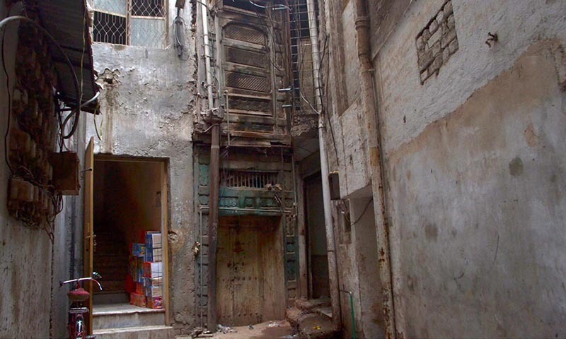 A view of house of veteran Bollywood actor Dilip Kumar (Yousaf Khan) in Mohallah Khudadad behind Qissa Khawani Bazaar.— Photo by INP