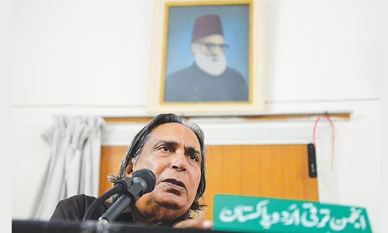 PROF Sahar Ansari speaks at the programme organised by the Anjuman Taraqqi-i-Urdu in its office on Saturday to mark the 53rd death anniversary of Baba-i-Urdu Maulvi Abdul Haq.—White Star