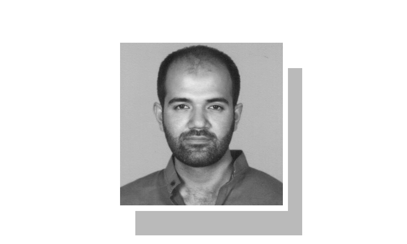 لکھاری قائد اعظم یونیورسٹی اسلام آباد میں تدریس کے شعبے سے وابستہ ہیں۔