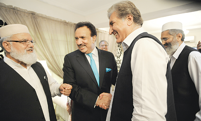 ISLAMABAD: PTI leader Shah Mehmood Qureshi shares a light moment with Jamaat-i-Islami's  Liaquat Baloch and Sirajul Haq and PPP Senator Rehman Malik before their meeting here on Wednesday.—Tanveer Shahzad / White Star