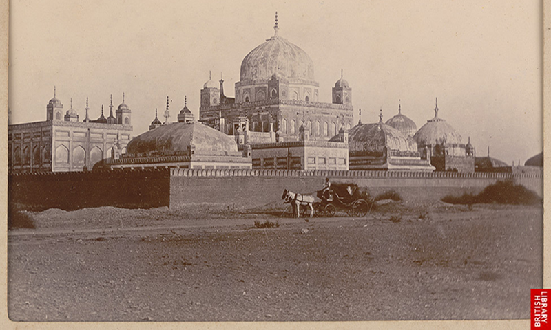 مزارات کا 1900 میں ایک منظر — فوٹو برٹش لائبریری