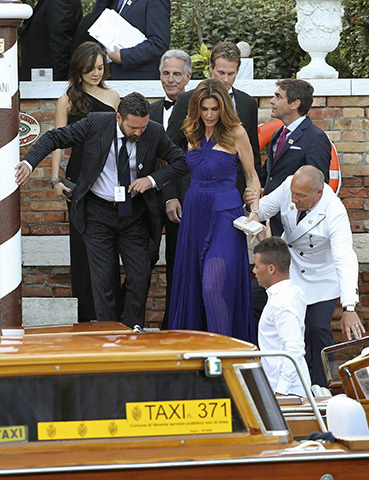 george clooney amal alamuddin tie the knot in venice