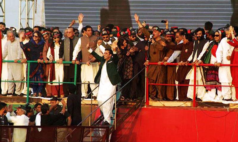 Bilawal Bhutto-Zardari responds to slogans of supporter.—Photo by Online