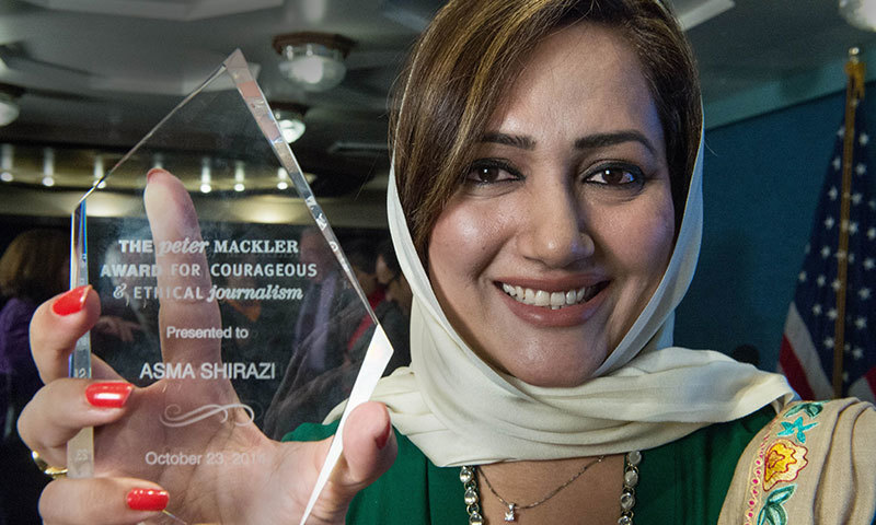 Asma Shirazi poses with the Peter Mackler Award for Courageous and Ethical Journalism at the National Press Club in Washington, DC on October 23, 2014. – AFP Photo