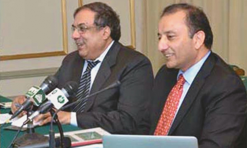 The new spokesman for the PM, Dr Mussadiq Malik(R), addressing a press conference in Islamabad.   - APP/file