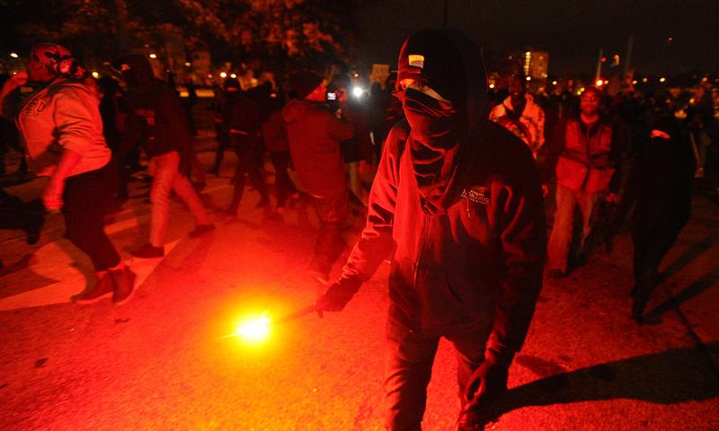 سیاہ فام نوجوان کی ہلاکت: امریکا میں شدید احتجاج