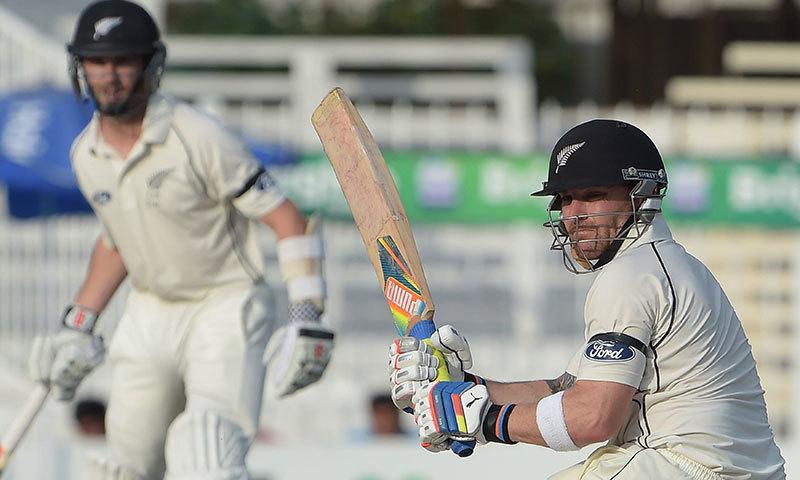 McCullum mauls Pakistan after Craig's best