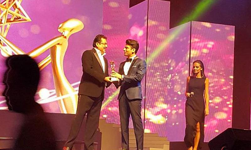 Fawad Khan receives award for 'Best Bollywood Debut' at the Masala Awards 2014 in Dubai. – Photo credit: Maryam Rizvi Twitter