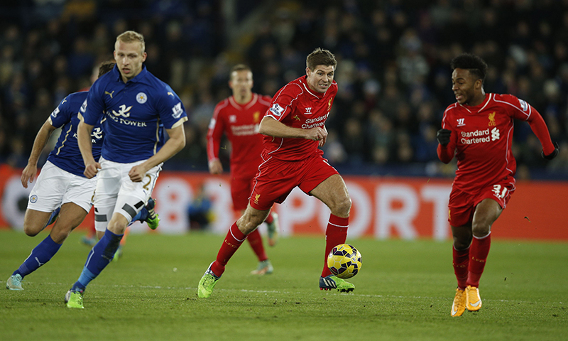 Liverpool's English midfielder Steven Gerrard (2nd R) chases the ball during the English Premier League football match between Leicester City and Liverpool at King Power Stadium in Leicester, central England on December 2, 2014. — AFP
