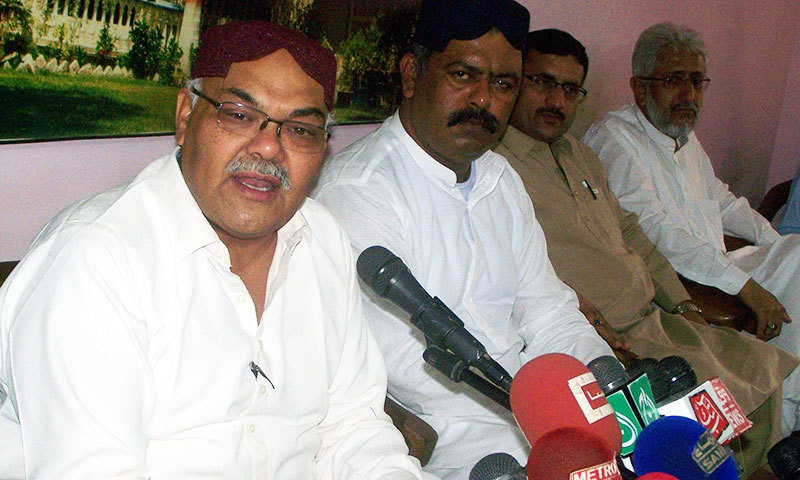 Sindh Taraqi Pasand Party (STP) Chairman Dr Qadir Magsi speaks at a press conference in Hyderabad on Wednesday. – Photo by author