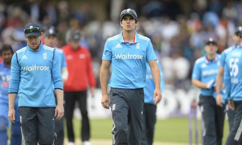 England's captain Alastair Cook and team-mate Eoin Morgan (L). — Reuters/File