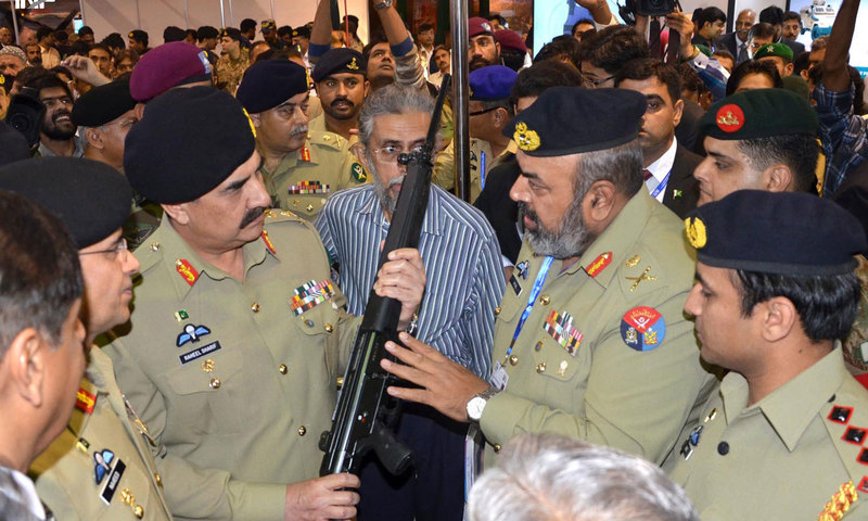 Chief of Army Staff General Raheel Sharif at a stall at IDEAS 2014. — INP