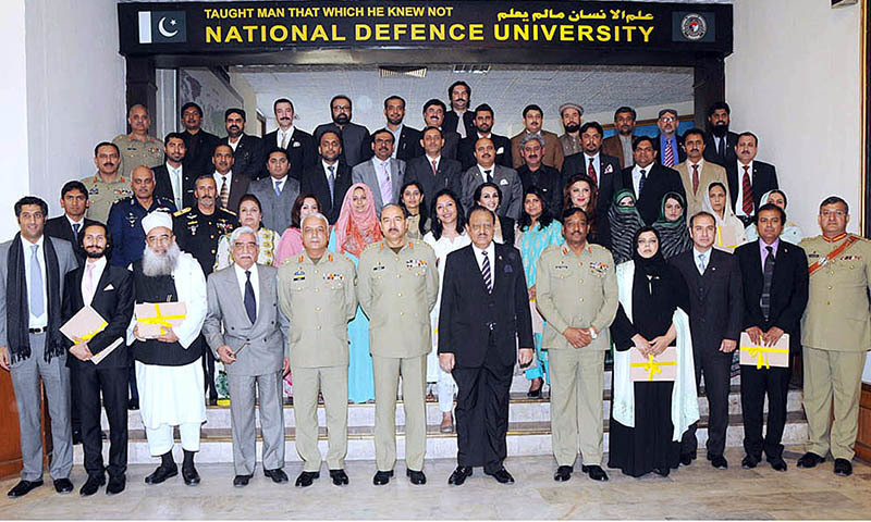 President Mamnoon Hussain in a group photo with participants of 16th National Security Workshop at NDU. Chairman Joint Chiefs of Staff Committee General Rashad Mahmood also present.    — APP