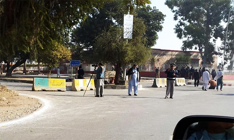 Police positioned outside Lal Masjid - @gabeen6969/Twitter