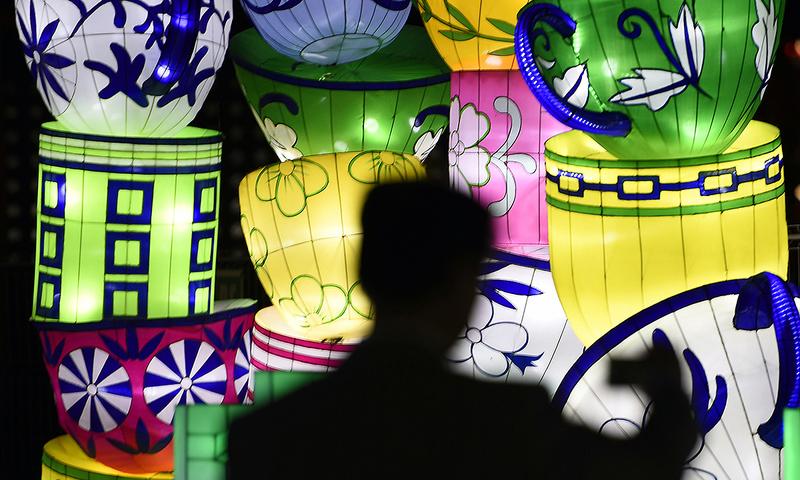 Chinese lantern festival lights up Barcelona
