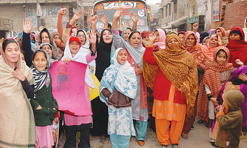 SIALKOT: Women demonstrating in protest against gas shortages for long hours.—INP