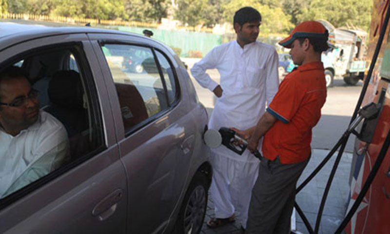 A Pakistani employee fills the tank of a car at a fuel station.—AFP/File