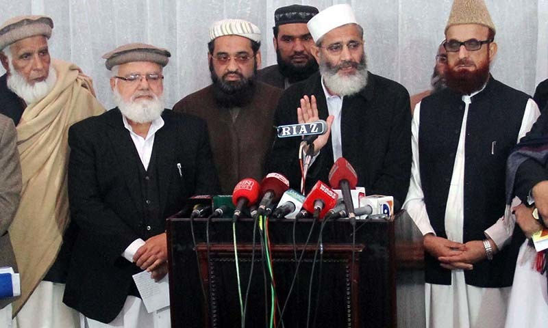 Jamaat-i-Islami chief Sirajul Haq addresses media <br/>persons during press conference in Lahore on Saturday, January 03, 2015. — PPI