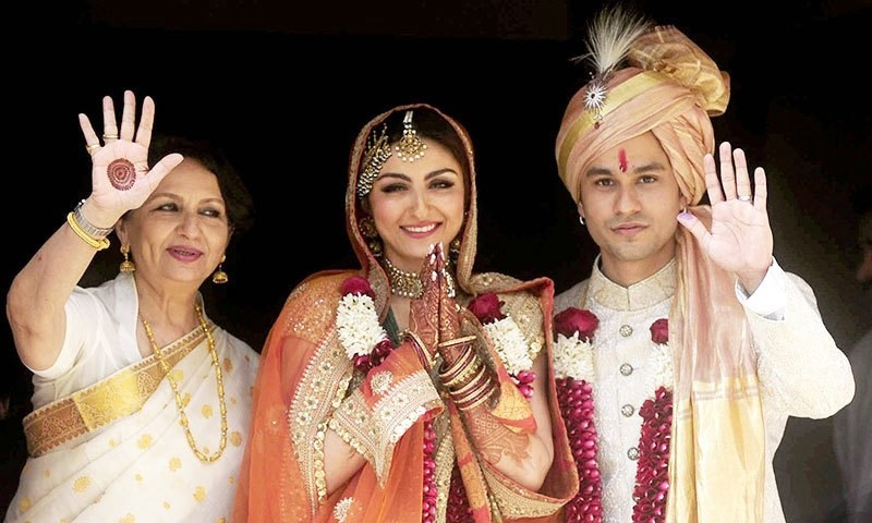 Best Wedding Gifts For Sister In India : Indian Bollywood veteran actress Sharmila Tagore (L) poses during the ...