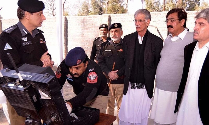 Khyber Pakhtunkhwa (KP) Chief Minister Pervez Khattak visiting Police School of Explosive Handling. — INP