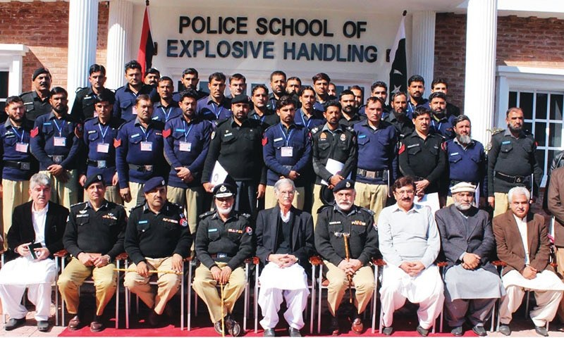 Group photo of Khyber Pakhtunkhwa (KP) Chief Minister Pervez Khattak with 1st badge of Police School of Explosive Handling.— INP