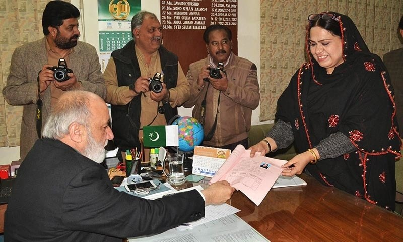 QUETTA: National Party's leader Tahira Khursheed submitting her paper for Senate election to Election Commissioner Balochistan Syed Sultan Bayazid .— INP