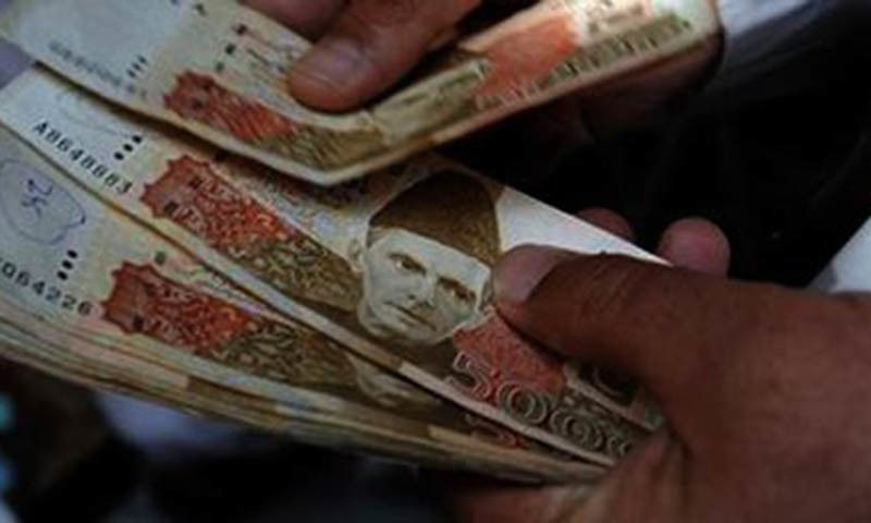 Rs 5000 currency notes can be seen in the image— AFP/File