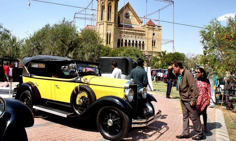Quaid S Rolls Royce Among Vintage Cars Pulling Crowds At Annual
