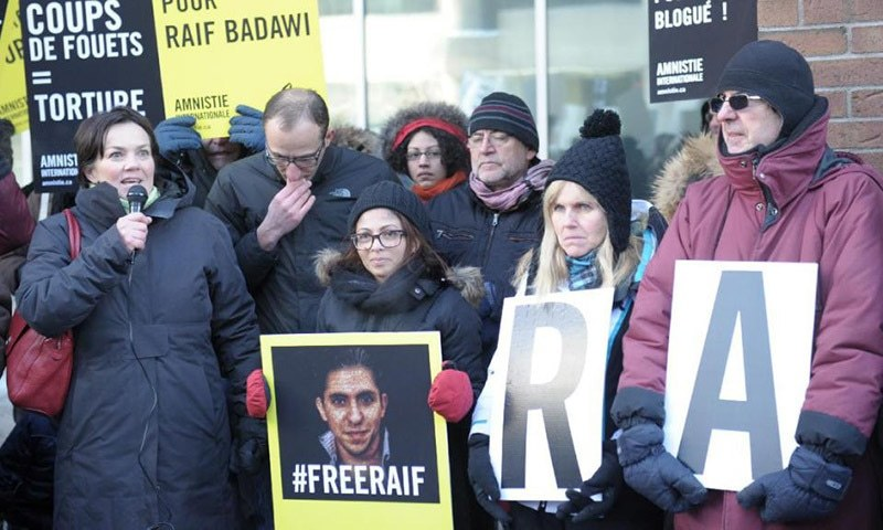 """Ensaf Haidar(C), the wife of Saudi blogger Raif Badawi, held a vigil in Montreal, Canada, on Jan 13, 2015, urging Saudi Arabia to free her husband who was flogged for """"insulting Islam"""". - AFP/File"""