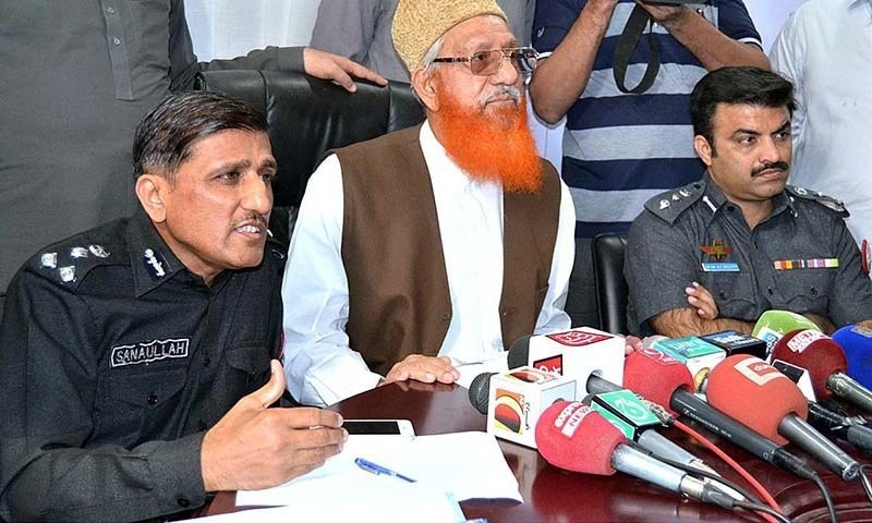 DIG Sanaullah Abbasi (left)  addressing a press conference at CPLC office.—APP