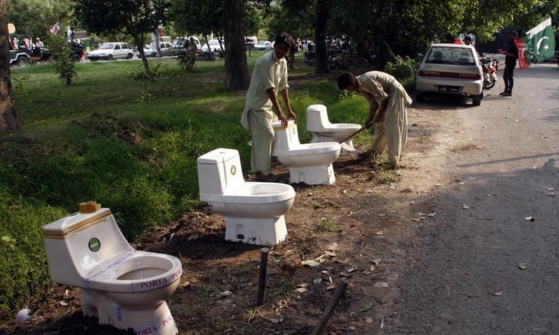 More than 40m pakistanis defecate openly unicef for Washroom styles in pakistan