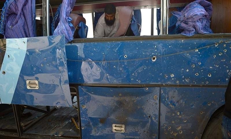 کراچی میں پولیس پر'طالبان' کا بم حملہ
