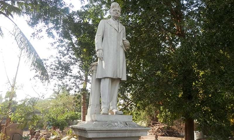 ایڈلجی ڈنشا کا مجسمہ — فوٹو اختر بلوچ
