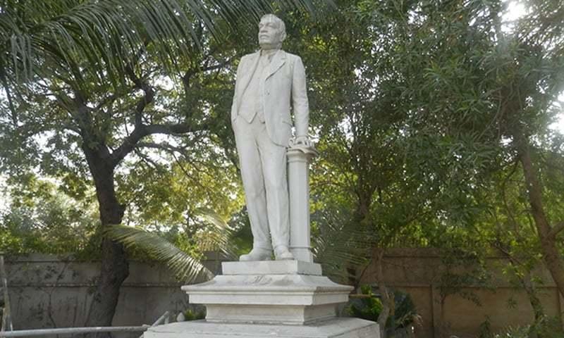 نادرشاہ ایڈلجی ڈنشا کا مجسمہ — فوٹو اختر بلوچ