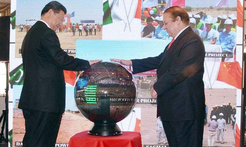 Prime Minister Nawaz Sharif and Chinese President Xi Jinping inaugurate projects through video link at PM Office. —APP