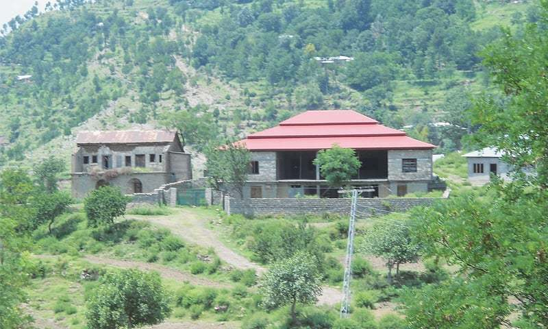 Located between Dhirkot and Muzaffarabad, the old house on left is from the Dogra period, Photos by the writer
