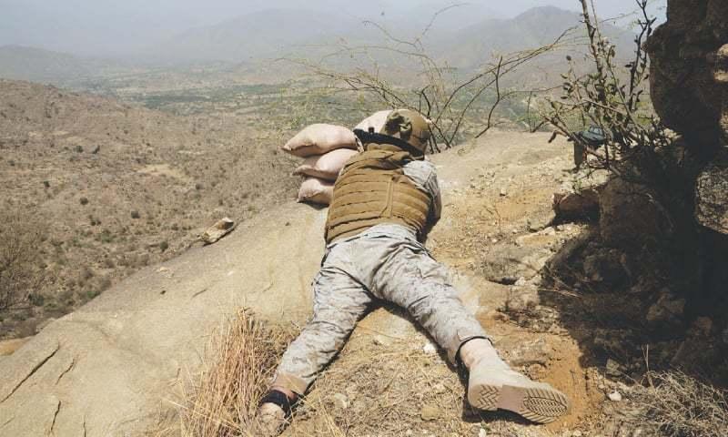یمن بارڈر پر تعینات سعودی فوجی اہلکار—تصویر اے پی