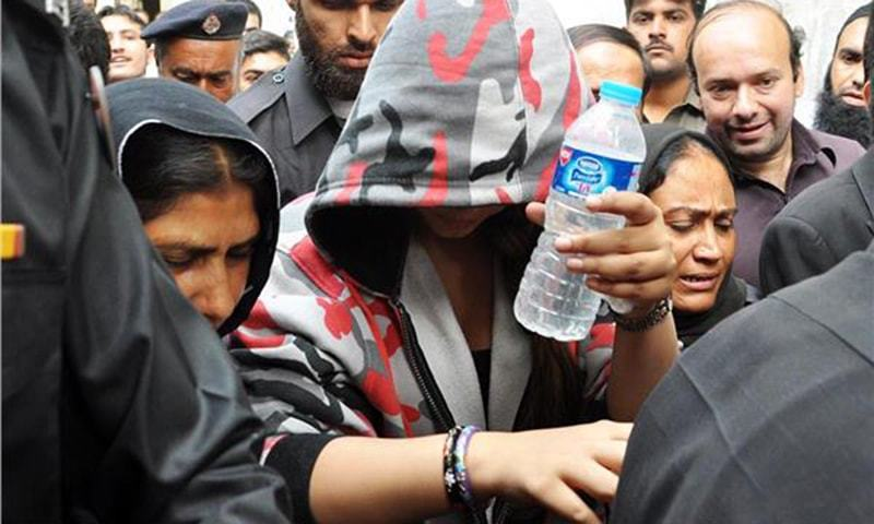 Famous Model Ayaan Ali coming for a hearing of Money Laundering Case, in Rawalpindi. —Online