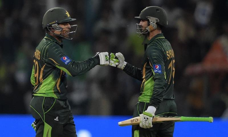 Malik stars as Pakistan post mammoth 375